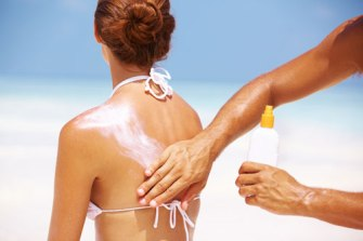 applying-sunscreen_shutterstock_87748483
