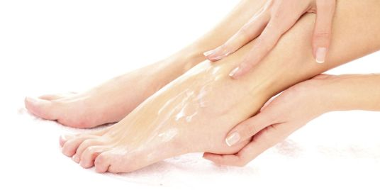 foot cream apply